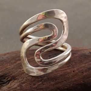 Jewelry - Sterling Silver Hammered Double S Curve Ring Band